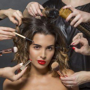 Fryzura i makijaż w jednym miejscu i czasie. Jeśli trzeba, to także paznokcie hybrydowe (manicure, pedicure). Idealne dla zabieganych kobiet.