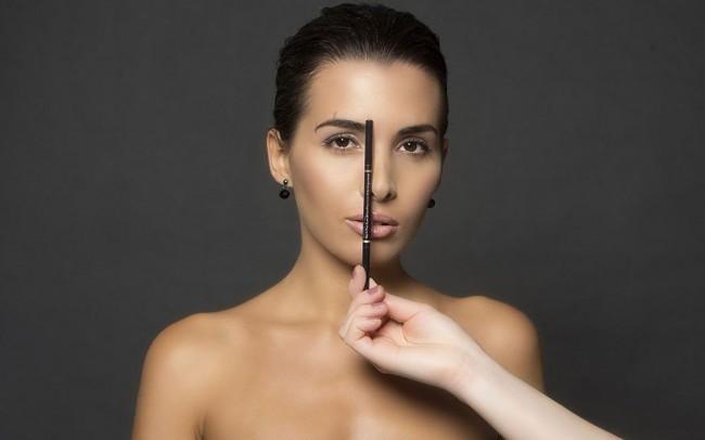 Eyebar System - stylizacja brwi. Dopasowanie brwi do owalu twarzy, depilacja brwi metodą nitkowania, henna brwi.