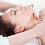 Najlepszy naturalny sposób naujędrnienie skór izapobieganie powstawaniu zmarszczek. Masaż liftingujący twarzy szyi idekoltu - face gym.