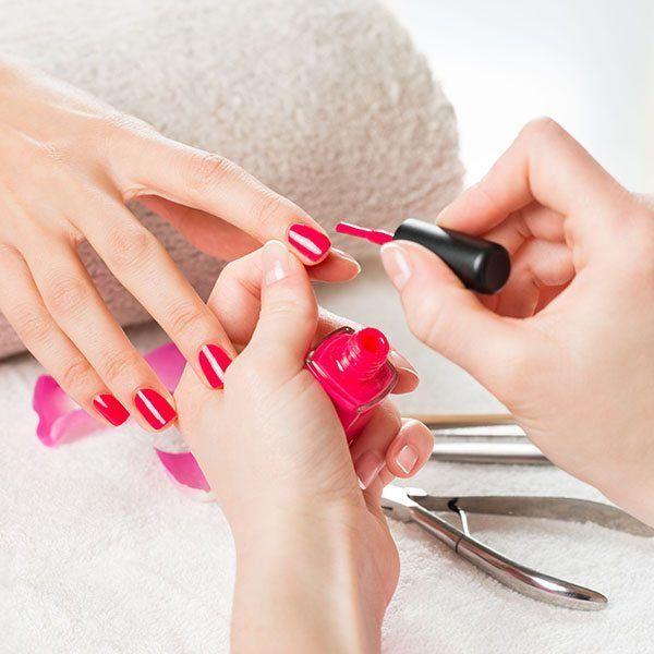 Wypielęgnowane dłonie. Manicure hybrydowy.