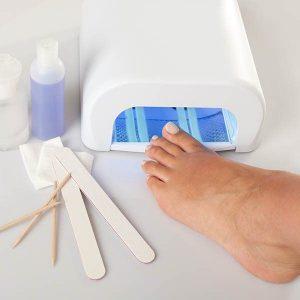 Pedicure hybrydowy. Zadbane, wypielęgnowane stopy.