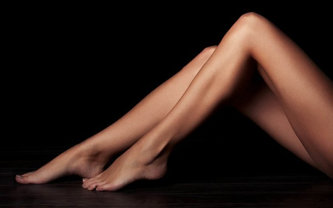 Depilacja woskiem. Gładkie nogi, ręce i pachy.